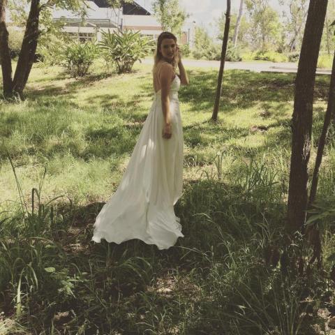 Encaje y satén con espalda baja | Casamientos Online