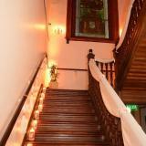 Escalera de acceso al Salón