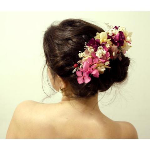 peinado con tocado de flores secas | Casamientos Online