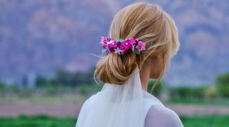 vinchas, coronas y tocados para novias con flores