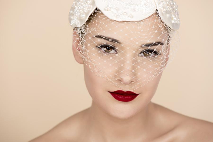 Perfilado de cejas y aplicación con Henna - Cintia Ferreyra