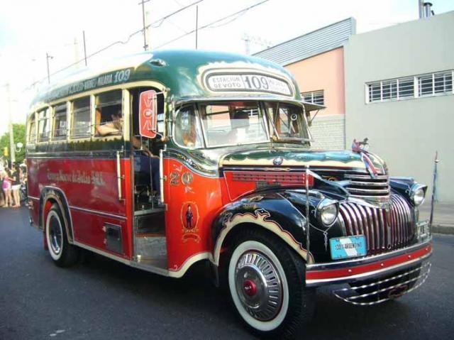 Colectivo año 1947, puede llevar 15 pasajeros | Casamientos Online
