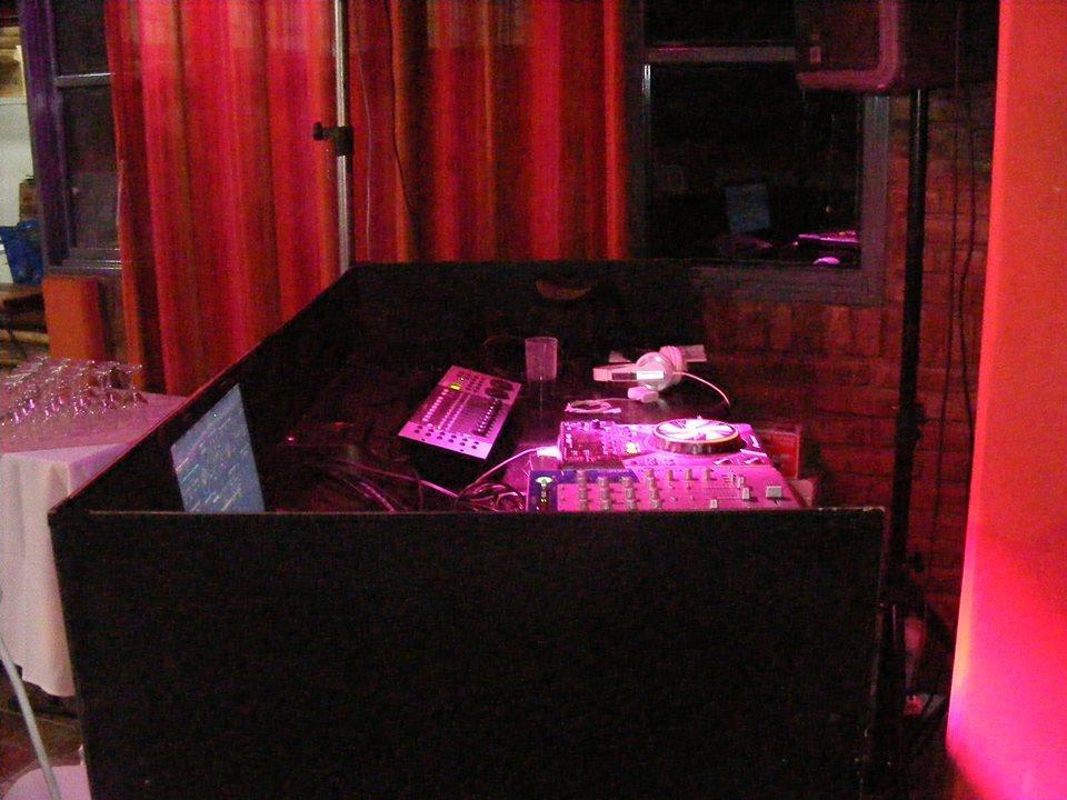 Kanguro DJ (Disc Jockey)