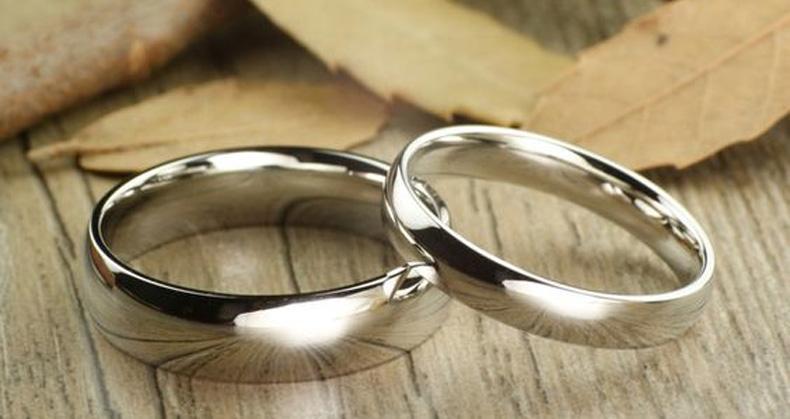 Anillo de boda de oro blanco