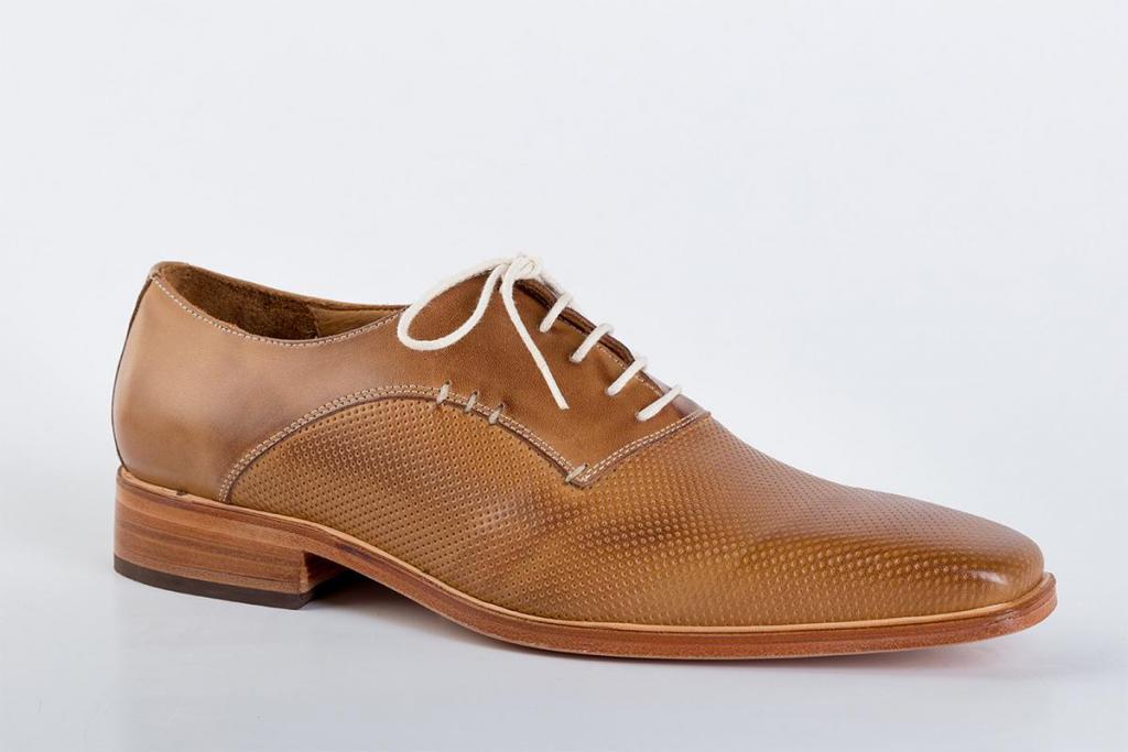 Zapato de cuero color habano
