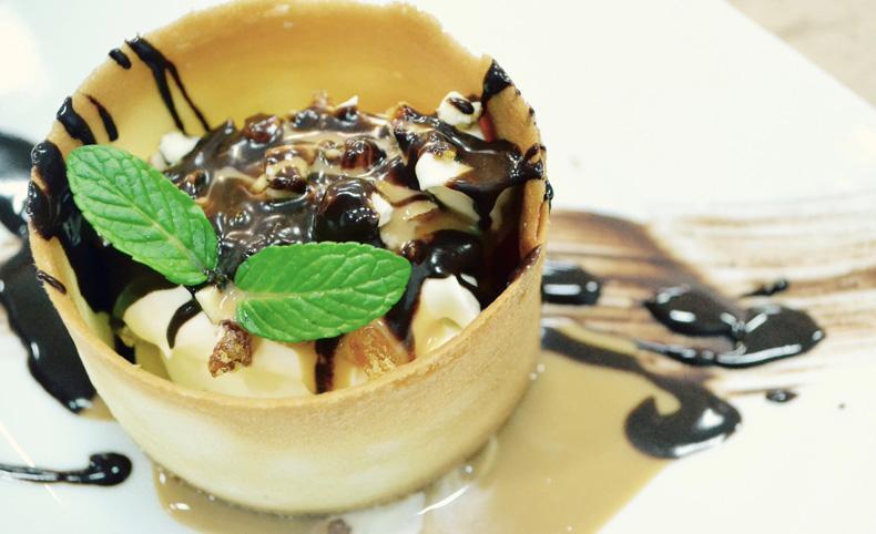 mesa dulce para el casamiento. el servicio de catering principal responsable para su exito