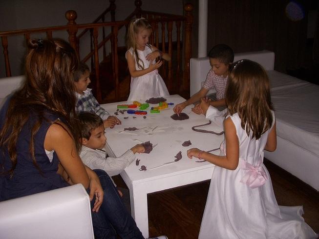PROMO 3: Hasta 15 chicos x 4 horas con 3 Niñeras Profesionales ¡y Sorpresa!