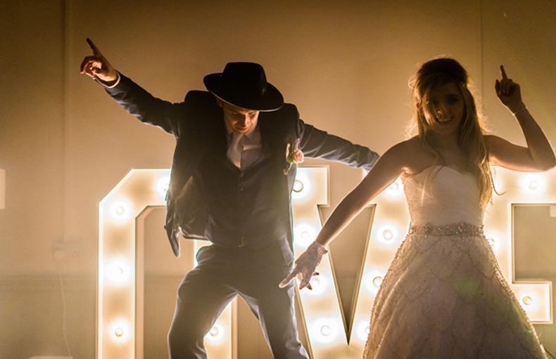 Lo invitados quieren bailar