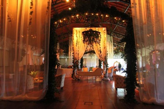 ambientación con follajes , ambientación perimetral ..... | Casamientos Online
