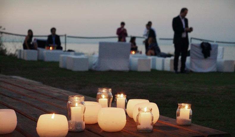 Ambientacion para casamientos a orillas del rio. como armar una buena decoracion por Dinucci Paisajismo
