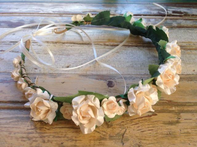 Corona de flores de papel | Casamientos Online