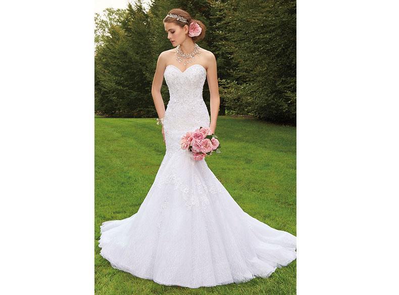 Los vestidos de sirena favorecen a las novias pequeñas