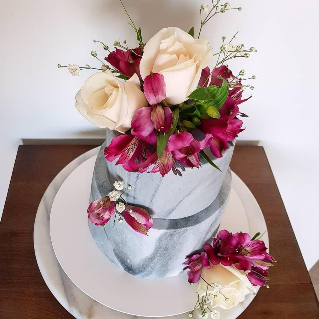 Torta de casamiento mini con flores naturales