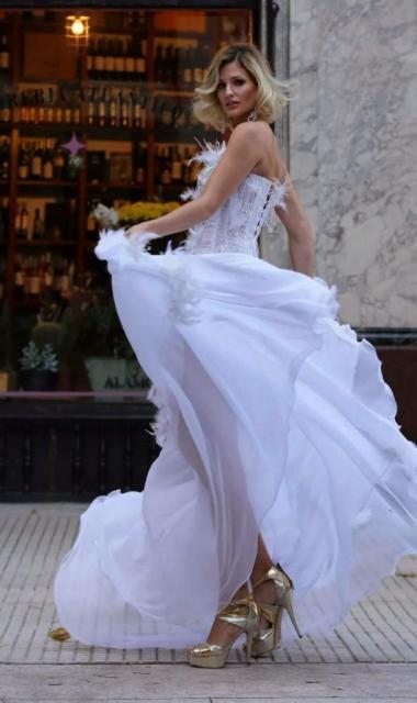 Lily Naya (Vestidos de Novia) | Casamientos Online