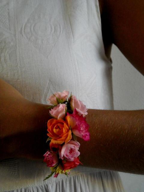 Pulsera de rosas rococó.