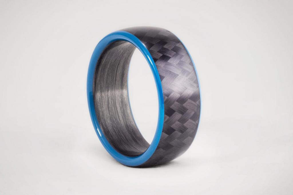 Anillo de Fibra de Carbono con Twill y Borde Azul