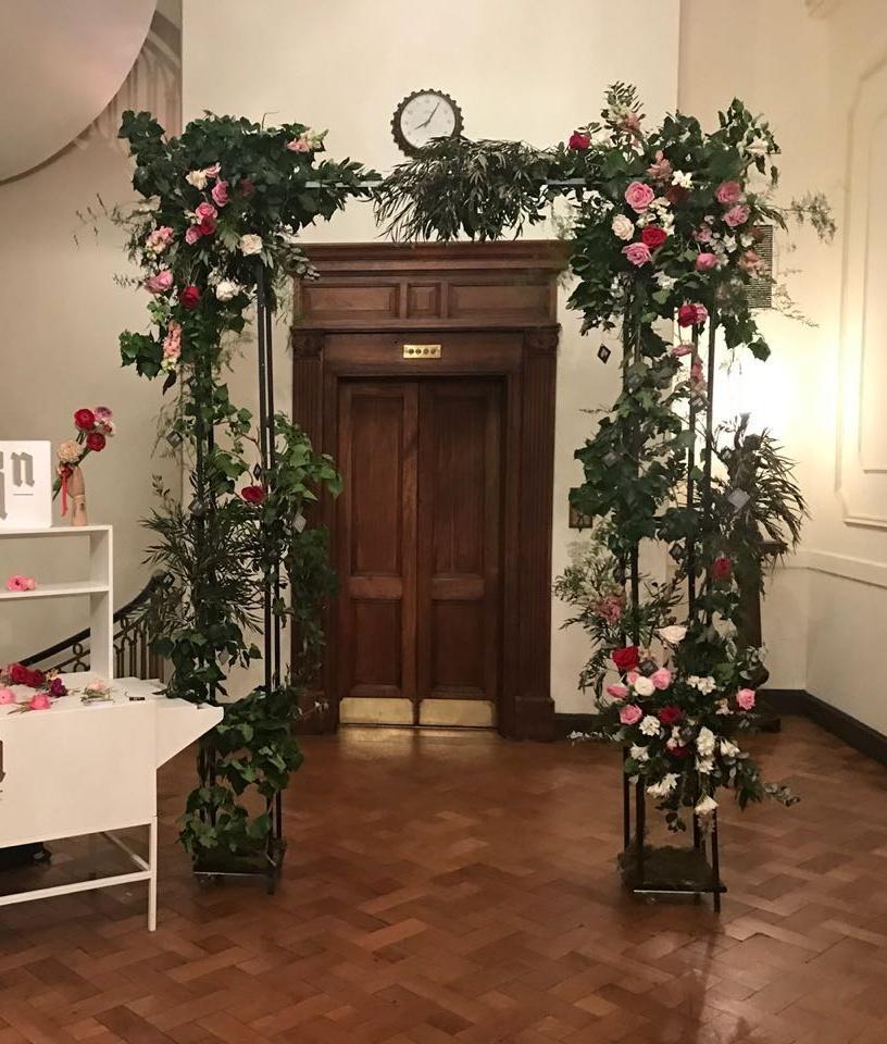 Pérgolas, arcos, portales, estructuras florales