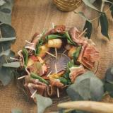 Pinchos de Jamón Crudo, Chips de Manzana y Rúcula