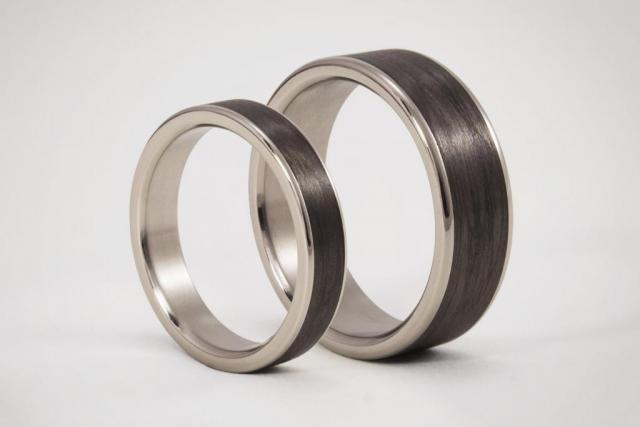 Set de Alianzas Titanio y Fibra de Carbono con bordes pulidos