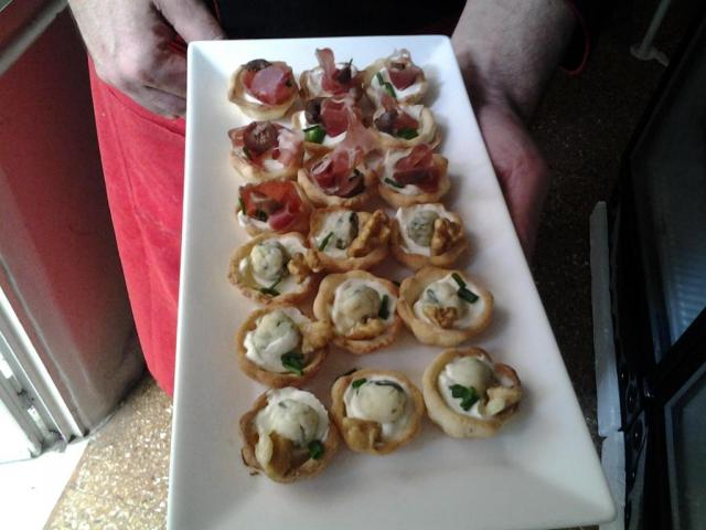 canapes de Roqueford y Jamon Crudo