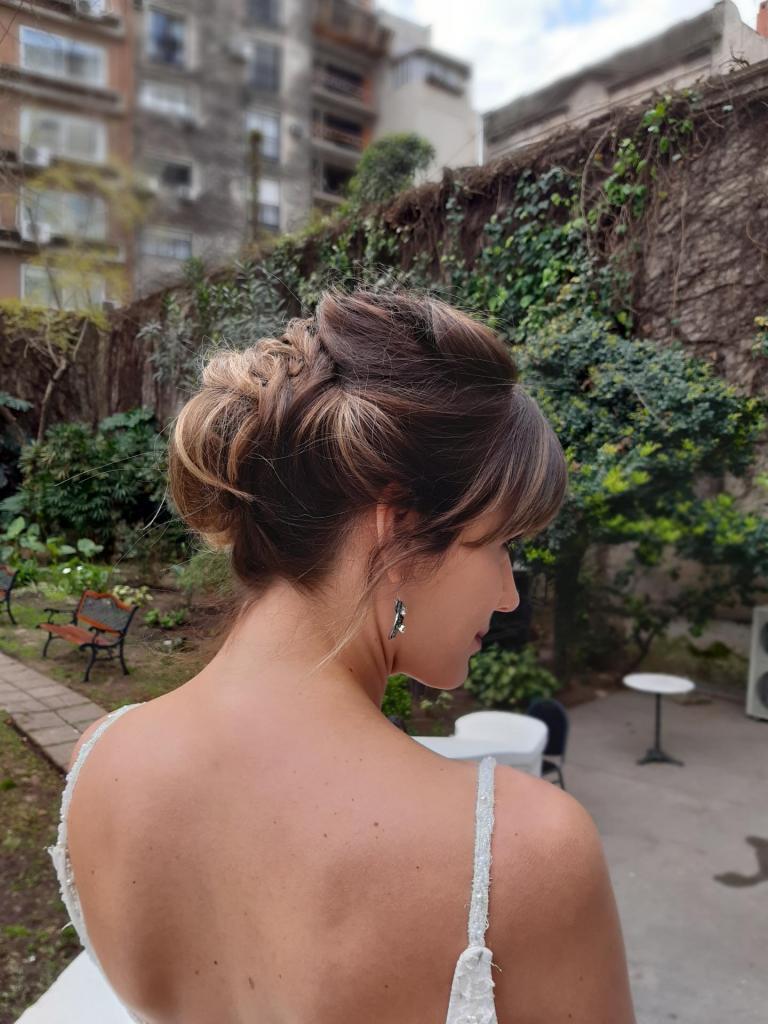 Paula Vivares Estilista (Maquillaje y Peinados)