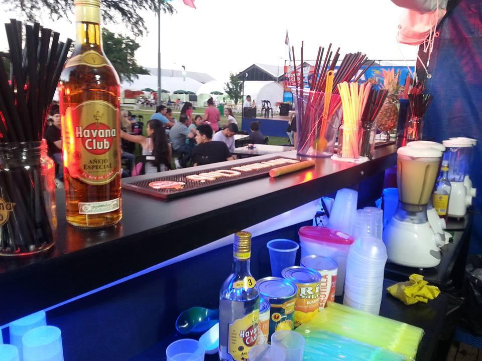 A lo cubano barra móvil (Bebidas y Barras de Tragos)