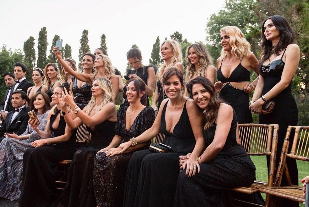 Dress Code para las damas de honor: NEGRO