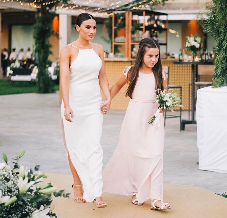 Vestido de novia net, con cuello halter, tajo a un lado