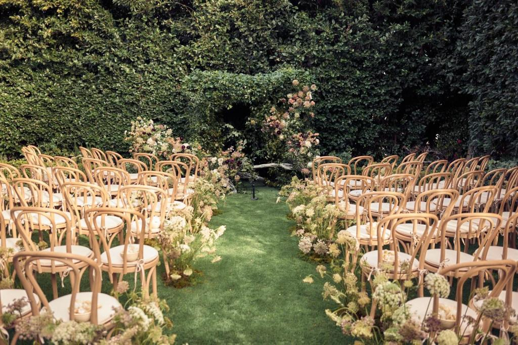 La ceremonia se realizó en el jardín de su casa!