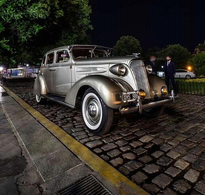Golden Car (Autos para casamientos)