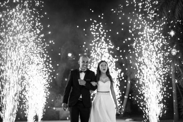 Ingreso  con fuegos | Casamientos Online