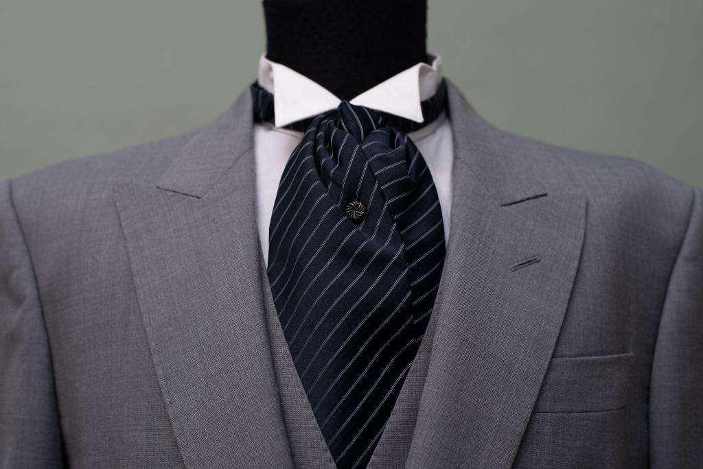 Jaquet gris, ideal para evento de día.