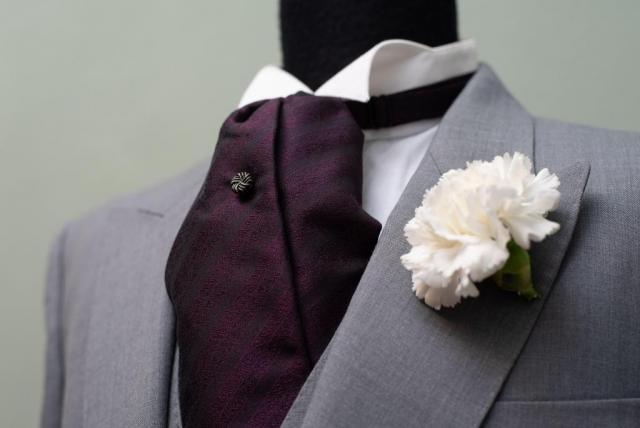 Jaquet gris, ideal para evento de día. | Casamientos Online