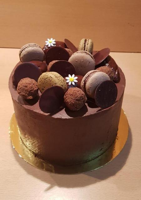 Torta chocolate con relleno a elección