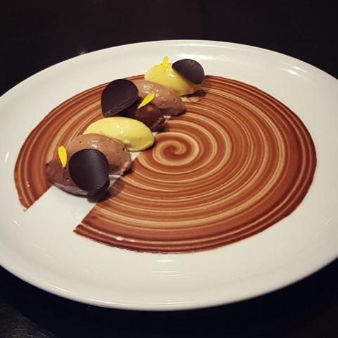 Plato de postre, 3 mousses de chocolate