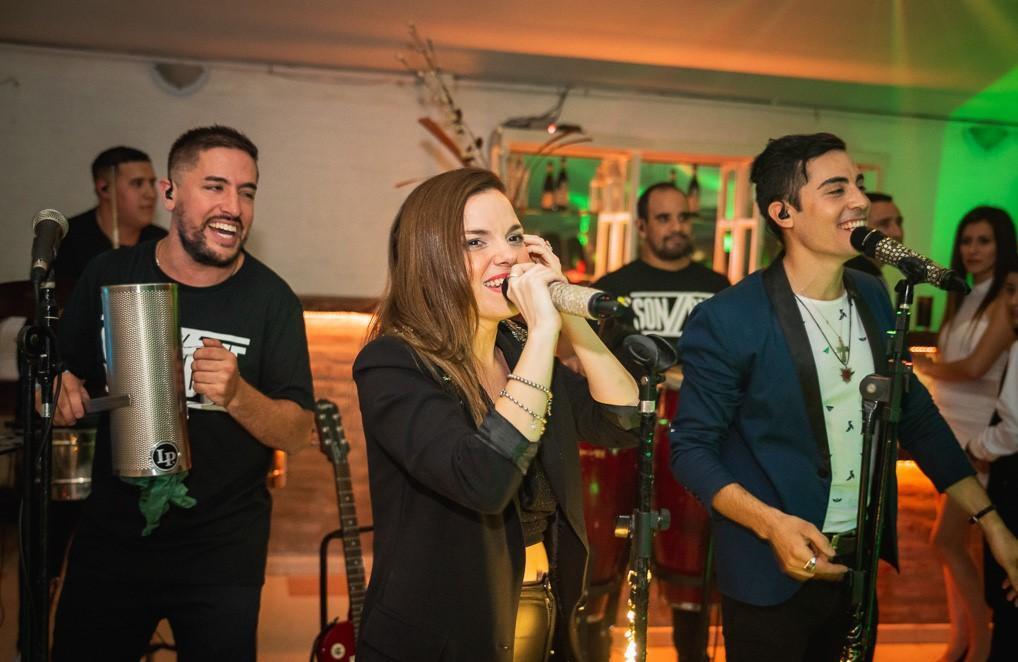 Sonbye show tropical con banda en vivo