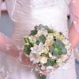 Ramo de Flores Blancas con Crasas