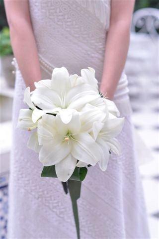 Ramo redondo de Liliums Blancos