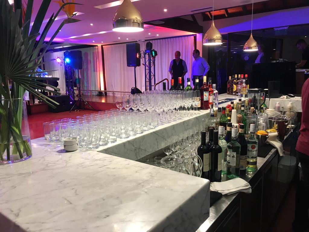 The Blue Bar (Bebidas y Barras de Tragos)