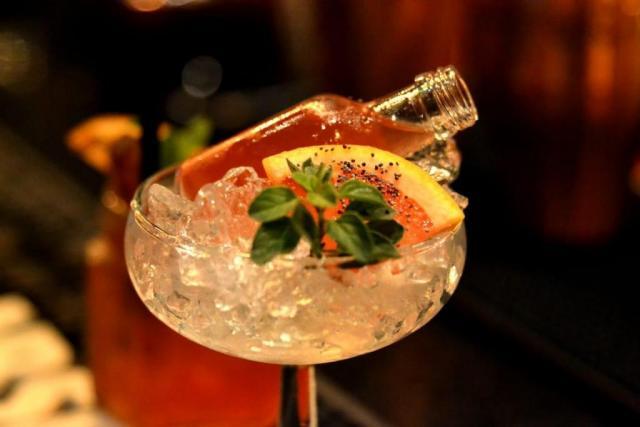 Coctelería de recepción y sin alcohol