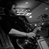 La voz y guitarra